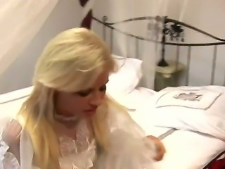 Sexy blonde bride Honey Summer gets