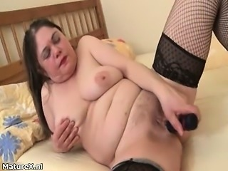 Dirty mature bitch gets horny rubbing
