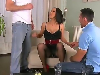 Samia Duarte came to visit Choky Ice and present him a blowjob, but her was...