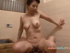 Mature Woman Fucked Hard By Young Guy Getting Creampie In The Bath