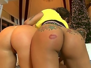 Booty babes Eva Taylor and Jessica Marie are more than glad to be working...