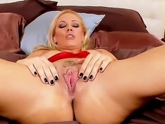 Sandy show hot to bring herself a volcanic orgasm using only her fingers and...