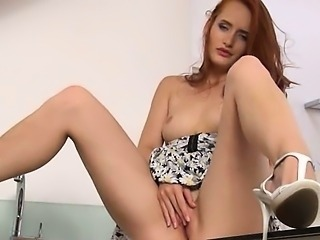 Pissing redhead finger snatch