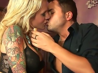 Tattooed sweetie Sarah Jessie seduces her lover to screw her immediately but...