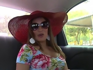 Sexy milf Sandra like to fuck and everybody knows about it! Today she will show her juicy pussy ! It looks amazing! Watch and enjoy! This action is so HOT!!!