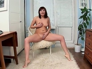 Redhead gives herself some twat stimulation with the help of her fingers