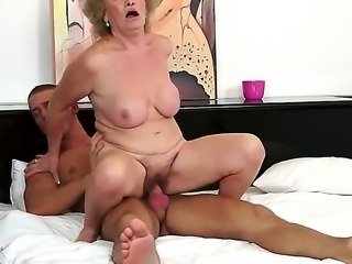 Mature woman with hairy pussy cant imagine live without being banged by hugecocked young studs. You should just take a glance at what man is doing with the bitch.