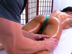 Luna Star came to get relaxation, but got her pussy wet at the massage by...