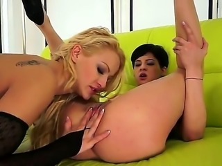 Blonde Chary Kiss and Coco de Mal both have fierce appetite for lesbian sex
