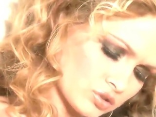 Prinzzess is gold haired babe and she directs a warm water jet on her pussy lips