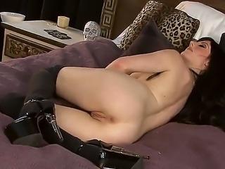 Pretty leggy girl Samantha Bentley stays