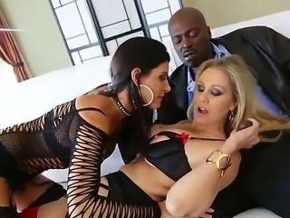 Enjoy hot threesome movie with pornstars India Summer, Julia Ann and Lexington Steele