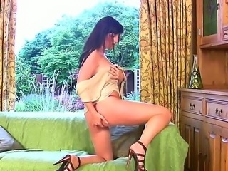 Brunette Tibby gives an astonishing private cam show that pleases everybody