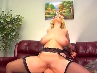 Hello to everyone! This is a very hot action with a nasty milf named Siri and...