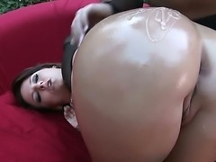 Watch this beautiful bubble butt babe
