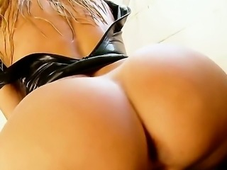Sandy is very arresting and hot blonde babe. She was invited for a hot photo...