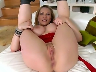 Vickys Vixen has very spectacular tits, that could leave you speechless. She has been preparing herself for hardcore anal sex and now the moment has come. Take a look.