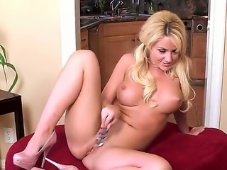 Provocative long haired blonde slut with