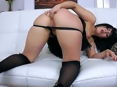 Bootylicious babe Bella bends over and gets a fatty hard drill from behind