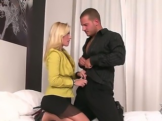 The attractive blonde pornstar Jessica Rox makes a great blowjob to her boss in the office