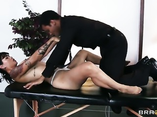Wrexxx Kidneys seduces Asian Dana Vespoli into fucking and puts his cockin her back yard