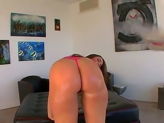 Luxurious woman with perfect massive ass Paige Turnah gets it oiled very...