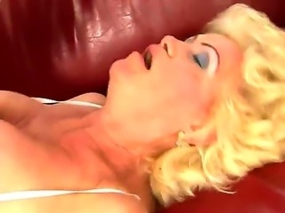 Sensational milf babe enjoys as her gaping cunt is drilled after giving steamy blowjob