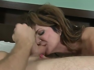 This milf is one of the battest milfs in the world and she really knows how...