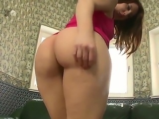 Gorgeous babe Brooke Summer stretched her tight butt hole with a big dildo on...