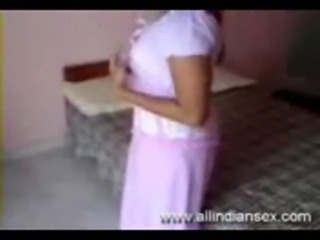 indian amateur undresses her salwar free