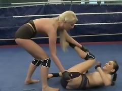 Sexy boxing babe expose their sexy bodies as they take part in a cat fight...
