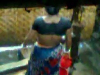 indian village lady bath and showing gaand free