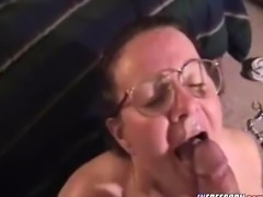 Nerdy Amateur Milf Mature Gives Hot Blowjob