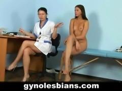 Lesbian gynecologist seduces her patient