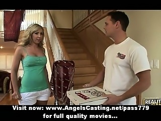 Amateur superb blonde girl talking with the pizza man in living room