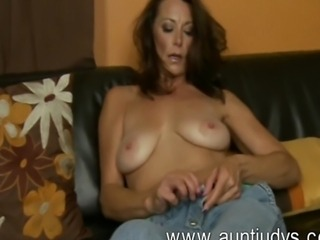 Sexy mature Mimi Moore is back to show you some good time together with AuntJudys.com: she squeezes her big boobs, fingers her wet hole and rubs her prominent clit! Enjoy!