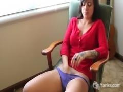 MILF Liandra Fingering her Hairy Cunt free