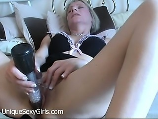 Mature amateur milf toying her gaping pussy