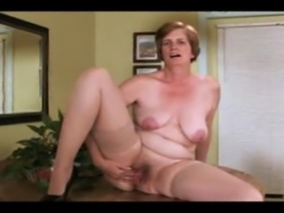 Ray Lynn can really make you horny watching her.