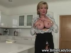 Mature brit fingering her pussy in solo fetish scene