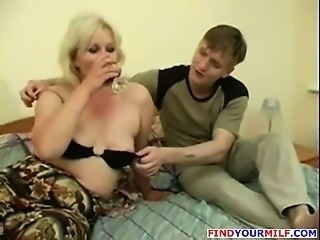 Mature drunk cougar suck cock