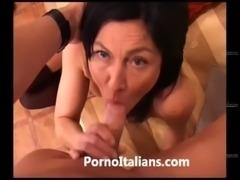 Italian Milf Cougar hot - Matura italiana scopata sul divano free
