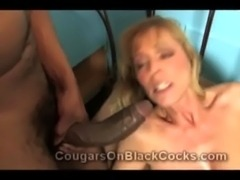 Insatiable cougar Nicole Moore gets facefucked while riding a meaty black...