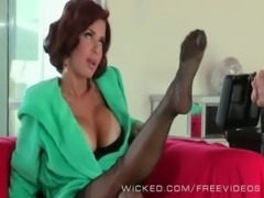 Veronica Avluv likes James Deens sales pitch free