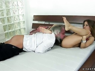 Blonde Nikky Thorne has oral experience of her lifetime with hard cocked dude