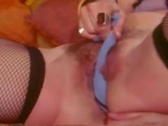 Pornstar Samantha Fox masturbates