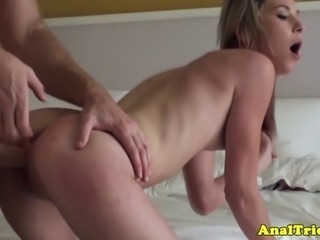 Anal lover provides us with a great view while fucking her man