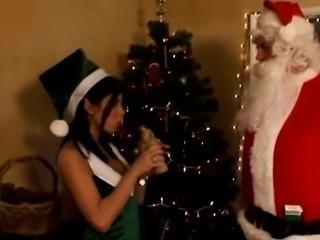 Brunette amateur full of christmas cheer