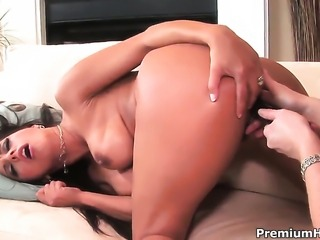 Incredibly hot hottie Francesca Le gets her snatch attacked by lesbian Kylie Irelands tongue