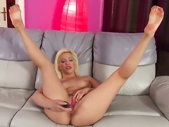 Bibi Noel shows nice solo tricks with her new sex toy
